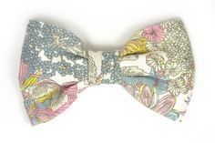 A wedding classic, this pink, yellow and blue bow tie is one of our best sales, a wedding must. And nobody knows who is R. Nishizawa! Ey, no Wikipedia, please. That's the Liberty magic.