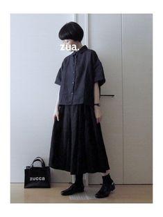 ゆったりとしたリラックス感漂うブラックコーデの足元は、きれいなめドレスシューズタイプを合わせて。きちんと感がプラスされ、いつもと変わらない着こなしを楽しめます。 Model Outfits, Cute Outfits, Fashion Outfits, Womens Fashion, Japan Fashion, India Fashion, Japanese Street Fashion, Korean Fashion, Estilo Grunge