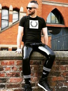 Tight Jeans Men, Mode Latex, Leather Fashion, Mens Fashion, Latex Men, Mens Leather Pants, Gay Outfit, Comfy Pants, Lycra Spandex
