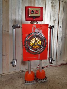 Reused assemblage robot by Gille Monte Ruici
