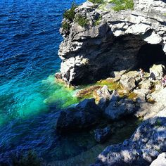 The Grotto l Bruce Peninsula National Park Love the bright blue and green water! Vacation Destinations, Vacation Trips, Dream Vacations, Vacation Spots, Around The World In 80 Days, Places Around The World, Around The Worlds, Places To Travel, Places To See