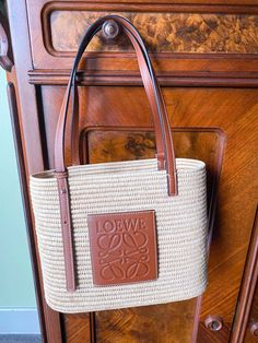 Dallas fashion blogger shares the ultimate summer bags to style this season Stylish Handbags, Luxury Handbags, Fashion Handbags, The Brunette, Summer Bags, Only Fashion, Hobo Bag, Fashion Bloggers, Straw Bag