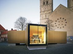 "Temporary workshop clad in gold | The golden pavilion is a temporary workshop. It supplements the exhibition on ""Golden Splendor – Medieval Treasury Art in Westphalia"" in Münster"