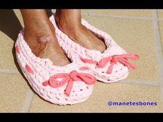 Cómo hacer zapatillas con trapillo - Videotutorial DIY Crochet XXL - YouTube Knitted Booties, Crochet Slippers, Learn To Crochet, Diy Crochet, Barbie Patterns, Fashion Project, Slipper Socks, Clothing Hacks, Crochet Videos
