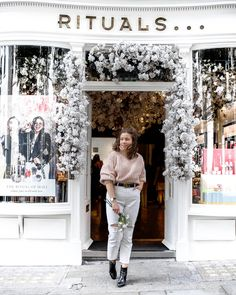 'Instagrammable' Things to See and Do in Covent Garden London Activities, Christmas Backdrops, Flower Bar, Flower Wall Backdrop, Rainbow Sprinkles, Shop Fronts, Magical Christmas, Covent Garden, How Beautiful