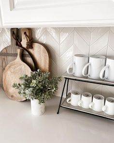 Live In Style, Toothbrush Holder, Wall Tiles, Decorating Tips, Home Kitchens, Floating Shelves, Kitchen Design, Marble, New Homes