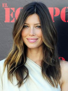 ombre hair - Softly diffused blonde color at the ends of Jessica Biel's hair creates a luminizing ombre effect.