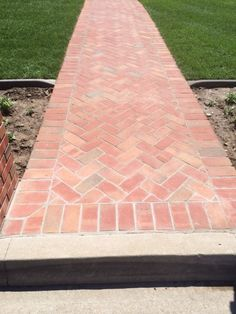 McNear Red Flash Pavers create an entrance that will be the envy of your neighborhood! #resourcebuildingmaterials