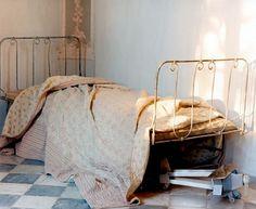 Old Hospital Bed Frame Repixlikeview pic Hospital Bed, Purple Home, Rose Cottage, French Cottage, Bedroom Vintage, Cozy Bed, Furniture Styles, Dream Bedroom, Kids Bedroom