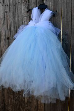 No-Sew Tulle CINDERELLA Dress! Maybe I could translate this to an adult size dress for a romantic photo disney crafts for adults Diy Tutu, Tulle Tutu, Tulle Dress, Dress Up, Tutu Dresses, Little Girl Dresses, Girls Dresses, Halloween Costumes, Halloween Ideas