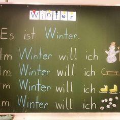 Unser Lernwort nach den Ferien: WINTER! Und damit uns nicht langweilig wird im Winter, haben wir gleich Sätze gebildet, was wir im Winter machen können ❄⛄❄ #winter #ersteklasse #deutsch #deutschunterricht #unterrichtsideen #tafelbild #erstschreiben #grundschule #grundschulideen #lovebeingateacher #lehrerleben #teacherlife #primaryschool #snow #mrsfox #classroom #teacherfollowteacher #lehrerfolgenlehrer