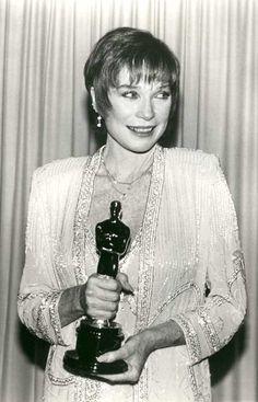 "The Academy Awards Ceremony Shirley MacLaine Best Actress Oscar for ""Terms of Endearment"" 1983 Oscar Academy Awards, Academy Award Winners, Oscar Winners, Hollywood Icons, Hollywood Stars, Classic Hollywood, Johnny Carson, Oscar Films, Best Actress Oscar"