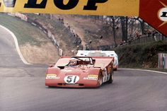 Clay Regazzoni, Ferrari 312PB, leads a Porsche 917, Brands Hatch 1971