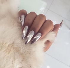 Glamorous silver nails for holidays. Sexy Nails, Stiletto Nails, Nails On Fleek, Cute Nails, Pretty Nails, Coffin Nails, Finger, Silver Nails, Glitter Nails