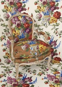 Not exactly pattern clash, as it's the same pattern in different colours, but love the effect Vintage Roses, Vintage Floral, English Decor, Of Wallpaper, Beautiful Interiors, Soft Furnishings, Room Chairs, Decoration, Pop Up