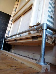 Best actual DIY Murphy Bed I've seen. No specialized parts budget wall bed mechanism Cama Murphy, Murphy Bed Ikea, Murphy Bed Plans, Modern Murphy Beds, Folding Beds, Bed Wall, Diy Bed, Decorate Your Room, Spare Room