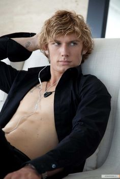 Google Image Result for http://cdn.buzznet.com/assets/users16/breesays/default/hot-guy-alex-pettyfer--large-msg-12955632428.jpg