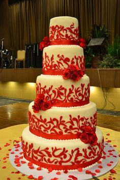 classic wedding cake: red and white