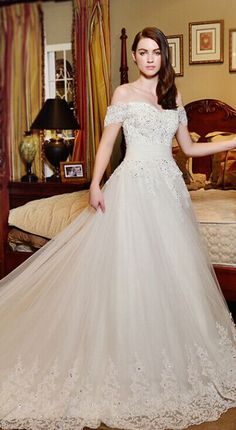 #Highquality #weddingdress #lace #longsleeves #bridal #wedding #dress #offtheshoulder #weddingdress #tulle #weddinggowns #ballgowns #bridalgowns #bridaldress #applique #mermaid