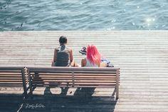 Viernes de Foto: Un paseo por Barcelona y por el Market Lost. Lady Selva Fotografía.  Street photography. Fotografía callejera. Mar. Summer. Pink hair