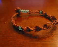 Here I will show you how to make 2 very simple hemp bracelets. There are many kinds of knots you can use, but these are 2 common ones.…