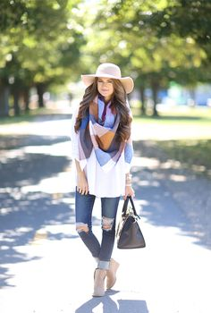 Would love a white tunic like this to wear with my blanket scarf!