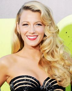 Blake Lively's Rich Golden Blond and Vintage style was simply stunning on the #RedCarpet