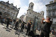 FESTIVAL INTERNATIONAL DE MUSIQUE  Créé en 1948, il compte parmi les plus anciens et les plus prestigieux festivals de musique en France. Ouvert aux récitals et à la musique de chambre, c'est toutefois le répertoire symphonique qui a le plus marqué son histoire, avec les plus grands noms de la direction.  Le Festival poursuit également une démarche d'ouverture au public le plus large à travers sa programmation et de nombreuses actions pédagogiques.  http://www.festival-besancon.com/