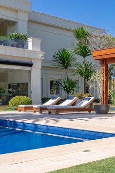 Modern Pool House, Modern Pools, Modern Backyard, Pool Cabana, My Pool, Swimming Pools Backyard, Layouts Casa, House Layouts, Swimming Pool Architecture