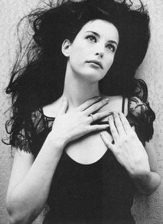 Liv Tyler - my first fave actress. She's so gorgeous! Bebe Buell, Steven Tyler, Aerosmith, Beautiful Celebrities, Beautiful People, Liv Tyler 90s, Fashion Photography Inspiration, Sarah Michelle Gellar, Hollywood Celebrities