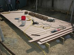 How to Build a Floating Deck 2019 DIY Floating Deck. - How to Build a Floating Deck 2019 DIY Floating Deck. Backyard Projects, Outdoor Projects, Backyard Furniture, Pallet Decking, Decking Ideas, Pergola Ideas, Diy Pallet, Building A Floating Deck, Diy 2019