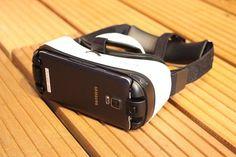 Un vistazo a la realidad virtual de Samsung que pronto podrás tener   La compañía anunció oficialmente la salida al mercado de sus gafas de realidad virtual. Estas mismas estarán disponibles para los usuarios a un precio de US4100. Nada mal eh? échale una mirada.      Sabíamos que la asociación de Samsung con la compañía de realidad virtual Oculus pronto tendría soluciones y productos disponibles para el usuario final. Lo que había predominado hasta el momento era la exhibición y la prueba…