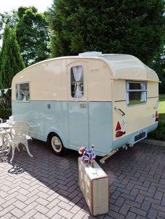 15+ Awesome Vintage Camper Exterior Ideas #camperexteriorideas