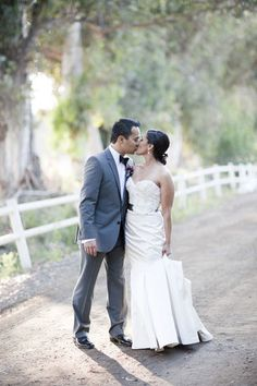 Photography: Chelsea Elizabeth Photography - chelseaelizabeth.com  Read More: http://www.stylemepretty.com/california-weddings/los-angeles/2011/08/30/walnut-grove-wedding-by-chelsea-elizabeth-photography-2/