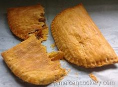 Jamaican patty is a delicious crescent-shaped meat pie made with highly seasoned minced meat, lobster, shrimps, chicken or vegetable in a flaky pastry shell. Jamaican Hard Dough Bread Recipe, Jamaican Beef Patties, Jamaican Patty, Jamaican Recipes, Meat Patty Recipe, Plantain Tart Recipe, Jamacian Food, Kitchens