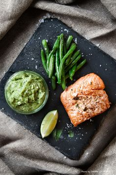 Fried salmon with avocado dip and haricots verts. Recipe: Mari Bergman, Photo & Styling: Sanna Livijn Wexell.