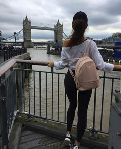Arrived in London i absolutely love my appartement and can't wait to start at school Tumblr Photography, London Photography, Girl Photography Poses, Girl Photo Poses, Picture Poses, Girl Photos, Story Instagram, Instagram Pose, London Fotografie