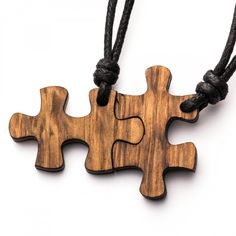 Puzzle - 3in1_diy_schmuck Holzschmuck aus Naturholz / Anhänger Wooden Projects, Wooden Crafts, Woodworking Workshop, Woodworking Projects Diy, Urban Jewelry, Craft Images, Laser Cut Jewelry, Couple Jewelry, Wooden Jewelry
