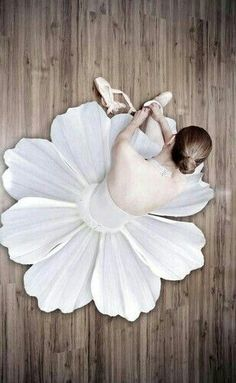 Because my mum didn't forced me to do ballett when i was youn I'm now a ballerina- Inside my head♡
