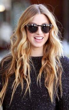 Wavy dark blonde hair. Love this hairstyle.