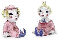 Blond haired seated figures pair von Walter Bosse
