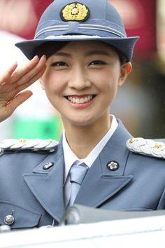【画像あり】警察界初の女性キャリアがとんでもない美人wwwwwwwwwwww   2ちゃんねるスレッドまとめブログ - アルファルファモザイク