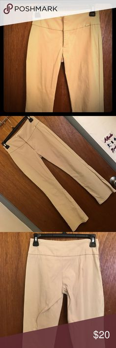 """⭐️reduced⭐️ Guess Jeans beige capris Stretchy capris with 24 1/2"""" inseam. Let me know if you have any questions! Feel free to place an offer using the offer button! Guess Pants Capris"""