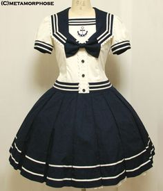 Beautiful Sailor dress! Oh I would love to have a dress like this!!! Looks like a manga dress. :D