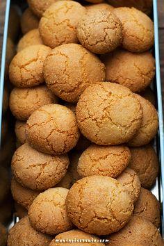 maniapieczenia: Amaretti - migdałowe ciasteczka (bez glutenu) Xmas Cookies, Cupcake Cookies, Dairy Free Deserts, Cookie Recipes, Dessert Recipes, Polish Recipes, Food Inspiration, Sweet Tooth, Food And Drink