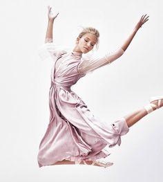 Sasha-Luss-Vogue-Japan-Steven-Pan- (2).jpg