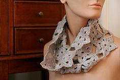 Brighton Cowl - free crochet pattern by Kathryn Nunes. Worsted weight, join-as-you-go motifs. http://crochetuncut.com/?p=127