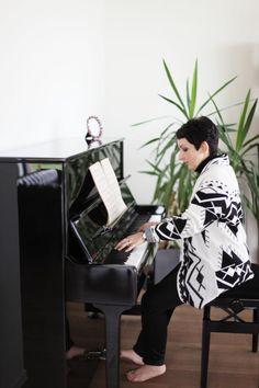 Pascale Petralia: 'In de cosy corner staat mijn piano. Daar kan ik ontspannen, daar kom ik tot rust' #absoluutmagazine #lookimhome
