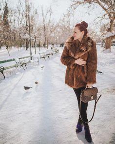 #fauxfurcoat #zaracoat Zara, Sheepskin Coat, Winter Outfits, Winter Fashion, Fur Coat, Winter Jackets, Street Style, Seasons, Stylish