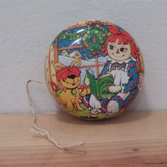 Vintage Raggedy Ann and Andy dolls Metal Yo-Yo, Bobbs Merrill, tin collectible Christmas 1980s toy. Sold by DanushasCollectibles vintage Etsy shop - Thank You!!!   #1980s #toy #yoyo #sale